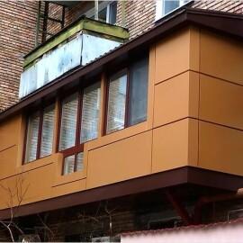 Расширени площади балкона и отделка сайдингом