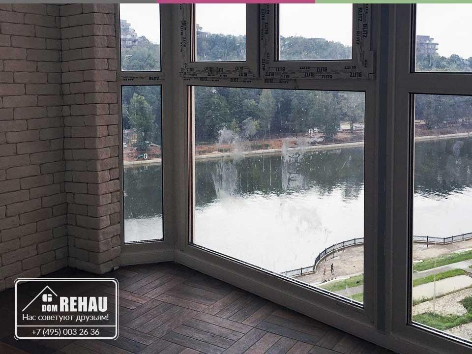 Остекление балкона в Павшинской пойме