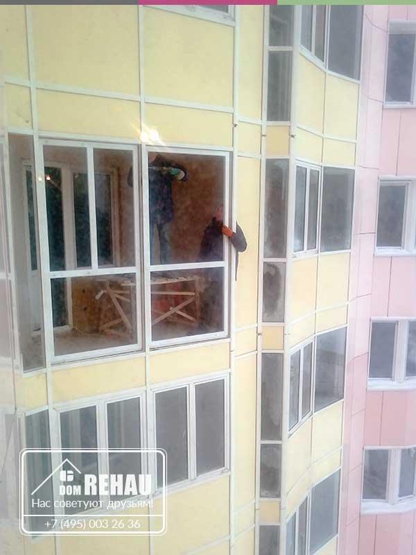 Остекление балкона от пола до потолка.